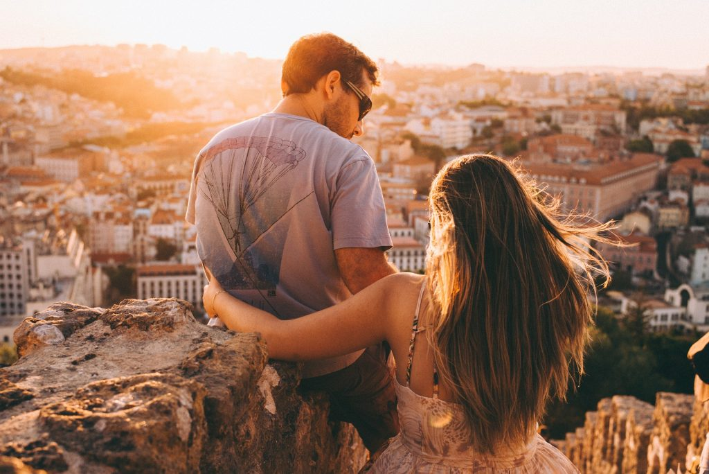 Travel gifts for couples - couple overlooking a city at sunset