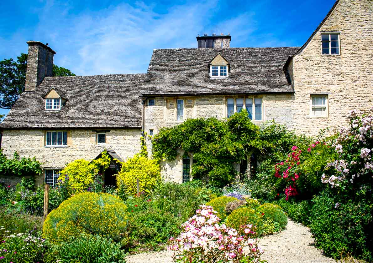 english countryside getaways in Cogges in the cotswolds