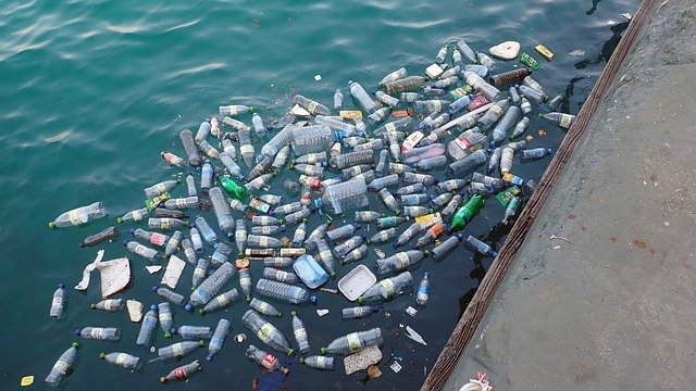 Plastic bottles in the ocean - water bottle with a filter could be a environmentally friendly solution