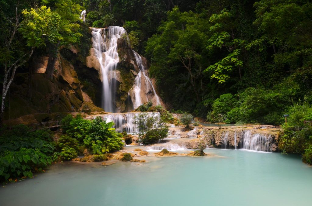 Laos backpacking kwang si waterfalls