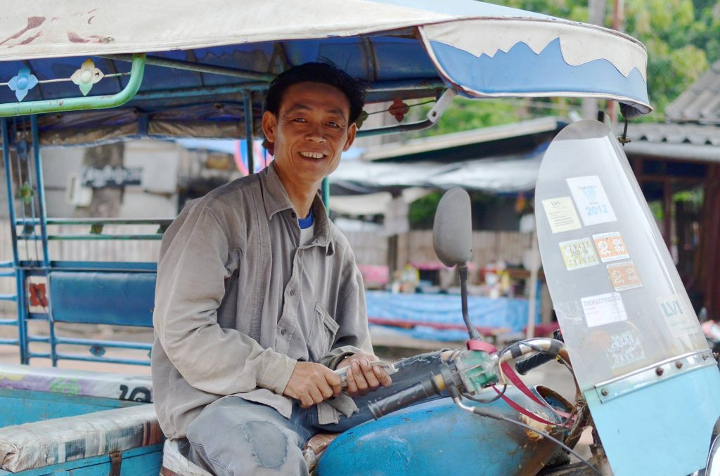 backpacking laos tuk tuk driver