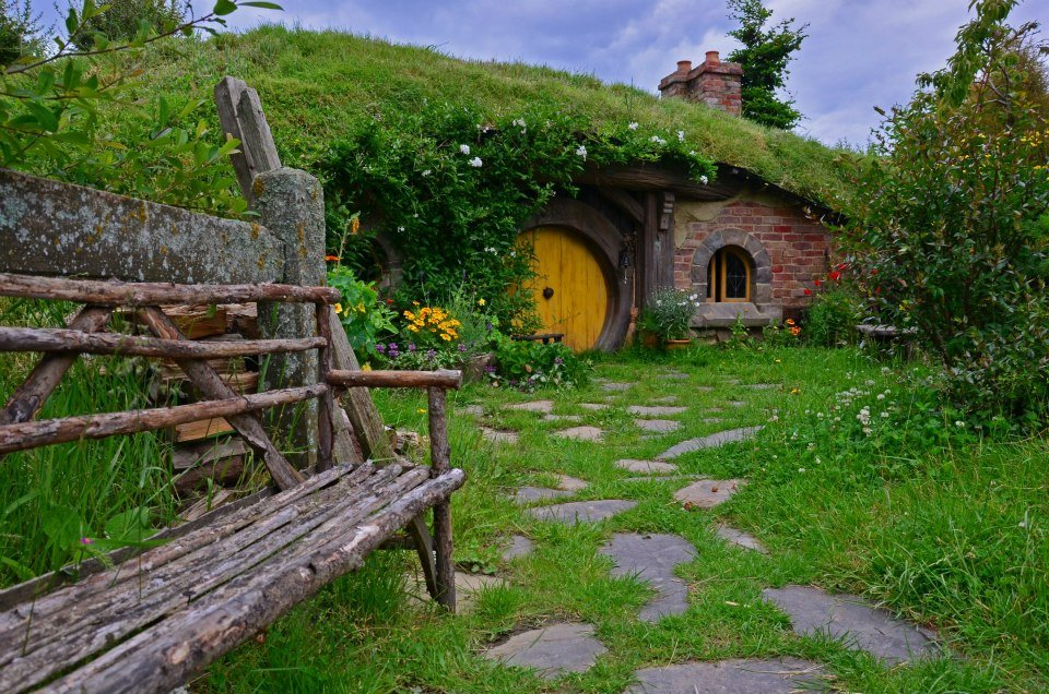 new zealand hobbiton tour on the north island itinerary
