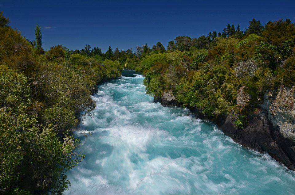 new zealand huka falls on the north island 7 day itinerary