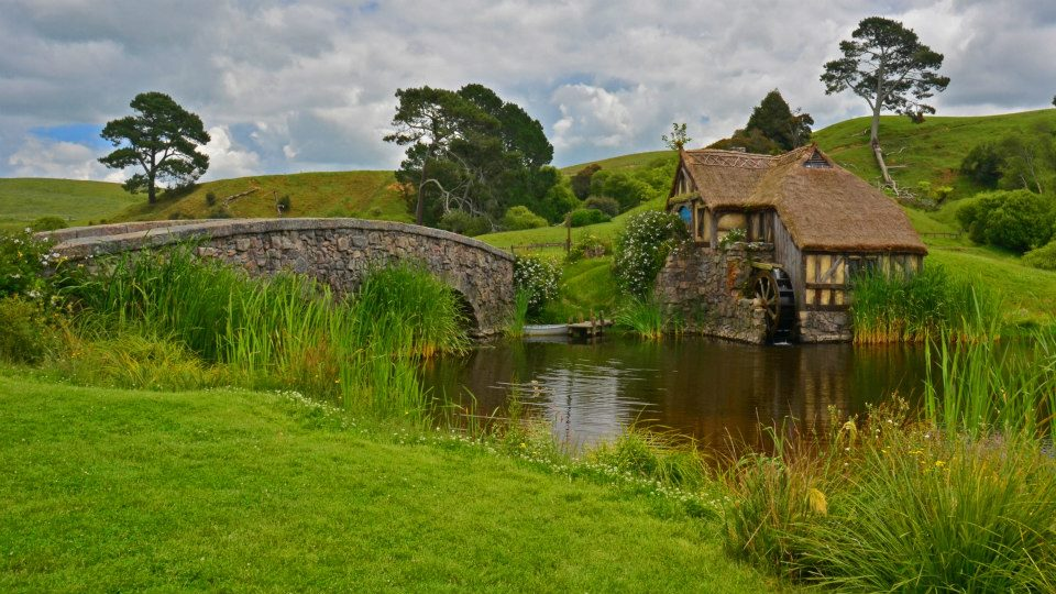 new zealand itinerary north island hobbiton tour