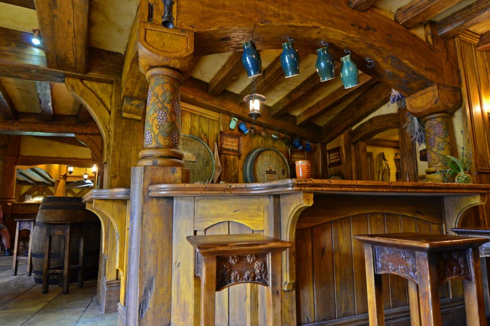 new zealand north island hobbiton pub