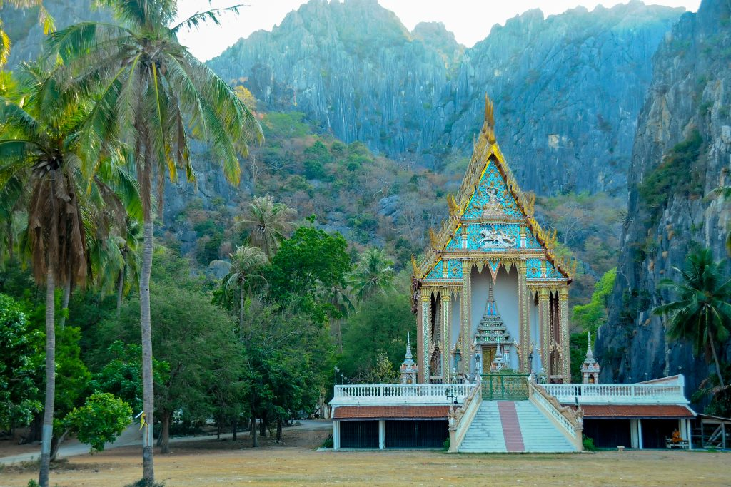 wat khao daeng temple in thailand