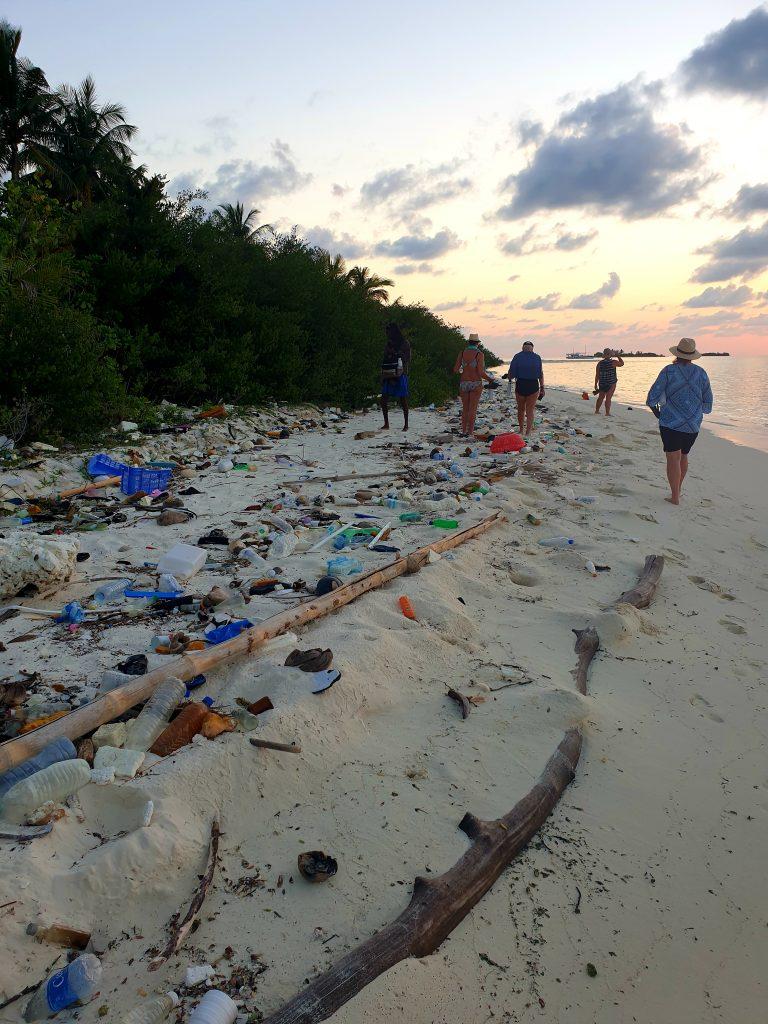 maldives beach rubbish