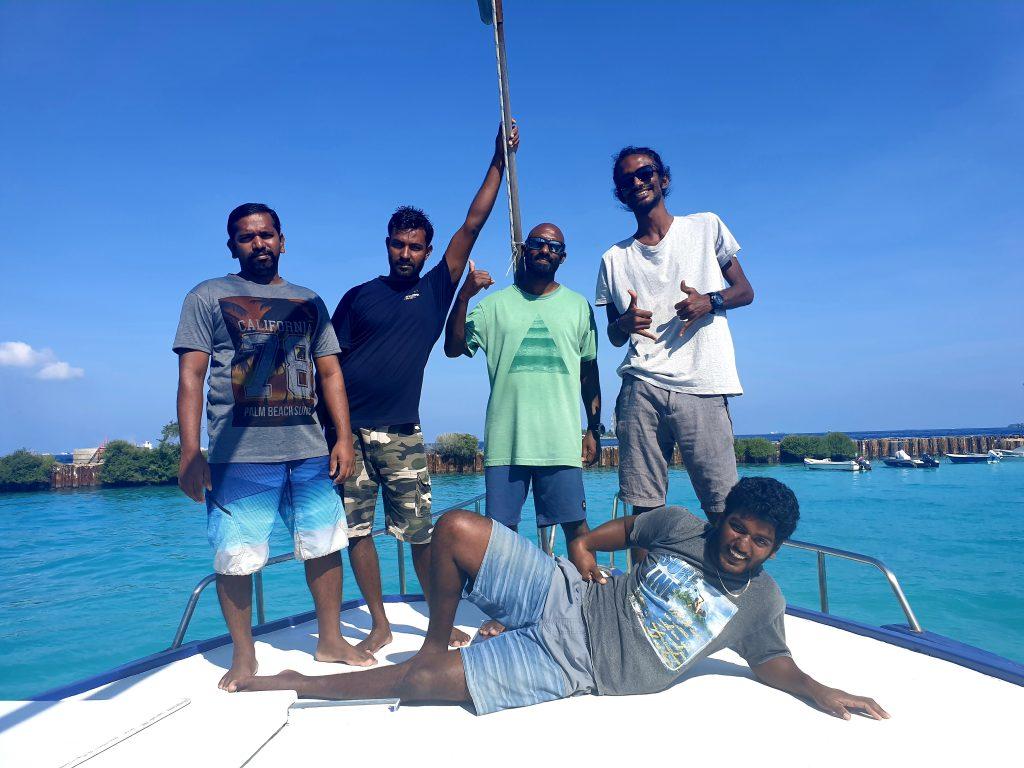 maldives g adventures cruise crew