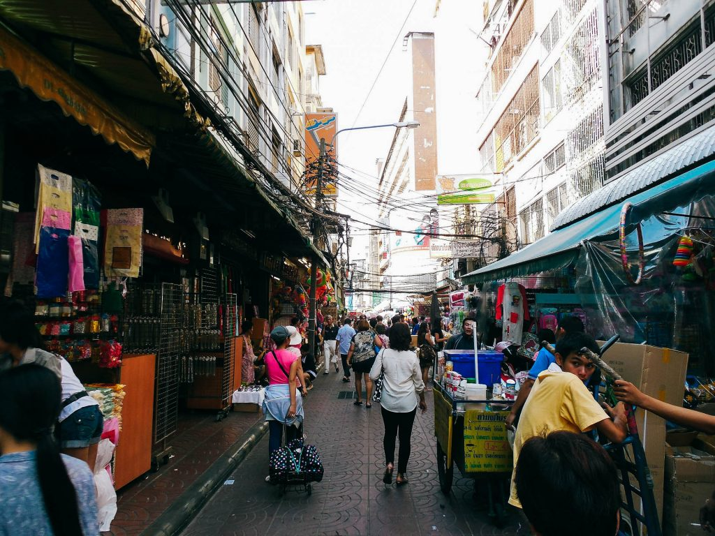 busy bangkok streets on your 4 day bangkok itinerary