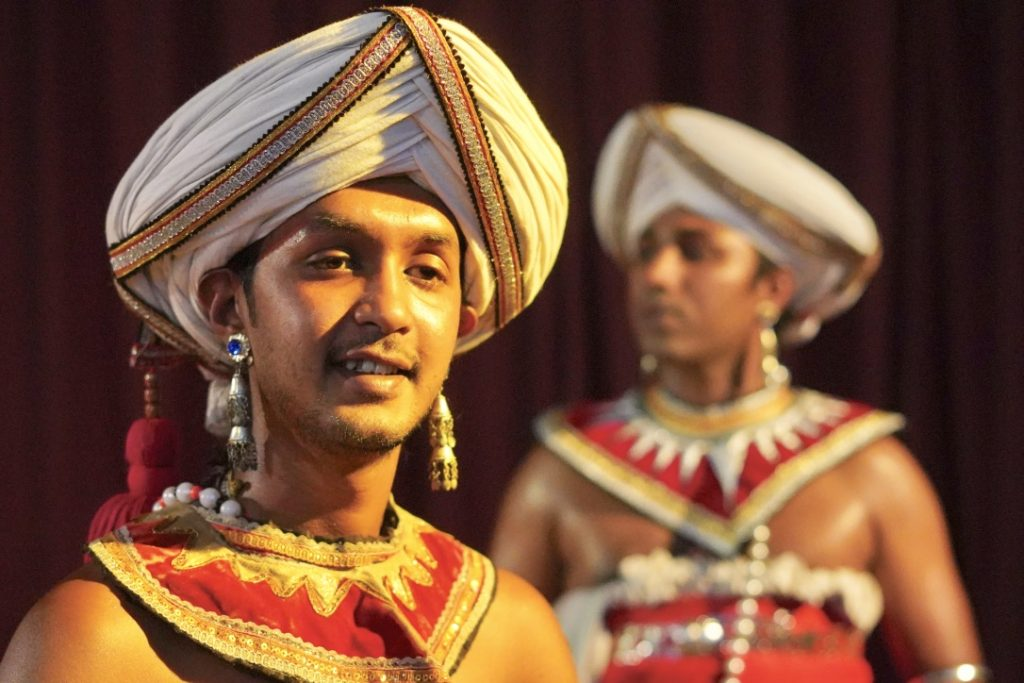 sri lankan dance performers in kandy