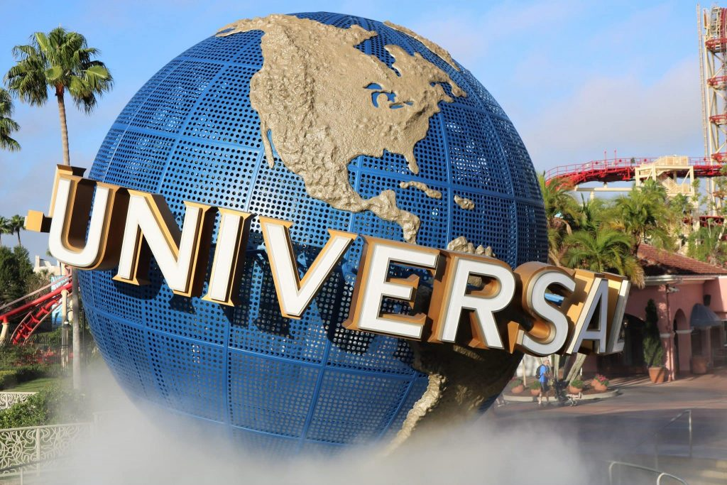 universal studios should be on your USA bucket list, picture of the theme park sign