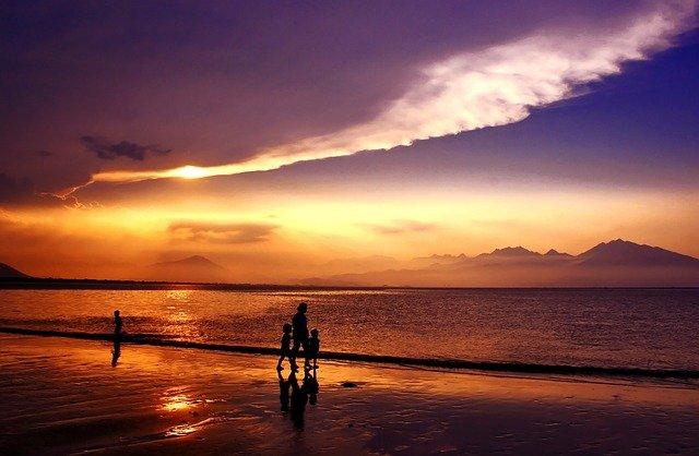 da nang beach at sunset