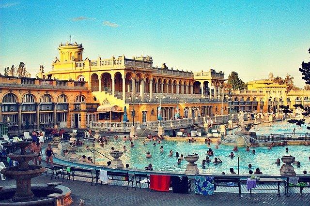 schezynyi baths in budapest