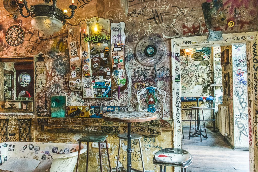 szimpla ruin bar budapest nightlife