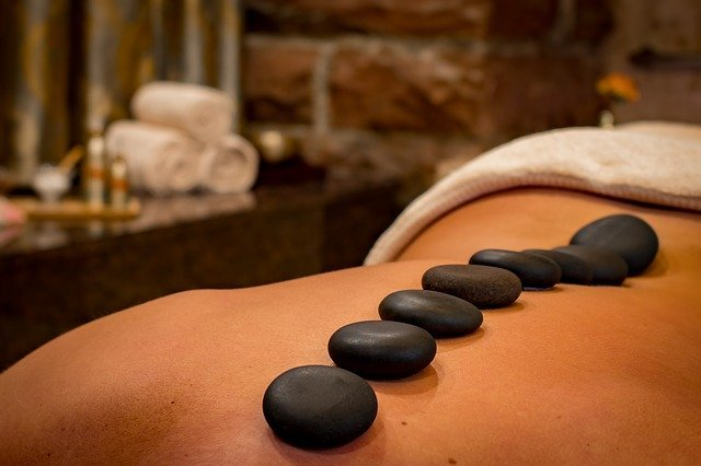 a hot stones massage as pat of my hammam experience
