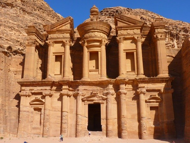 picture of petra in jordan on a sunny day